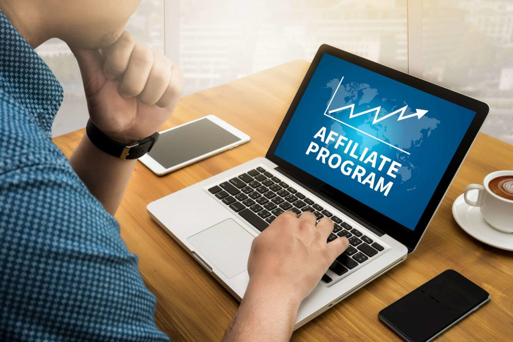 What is a web hosting affiliate program?